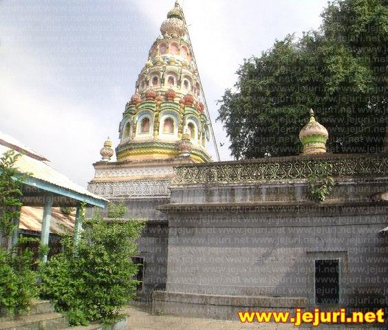 sopandev samadhi temple saswad