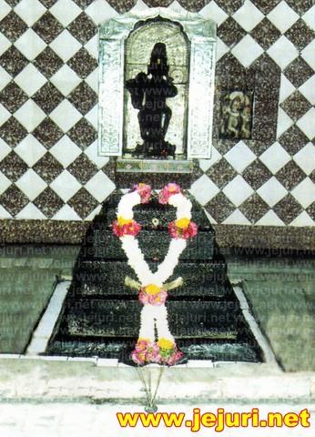 sopandev sanjivan samadhi - saswad